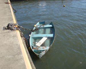 沈みゆく小舟